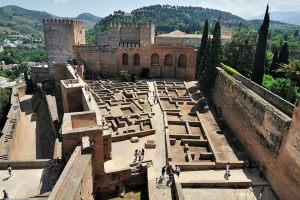La Alcazaba - Plaza de Armas